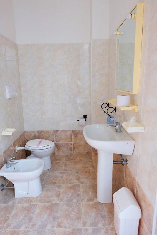 bagno-3-hostel-il-tettomelfi-ostello-dormire-soggiorno-vacanze-basilicata