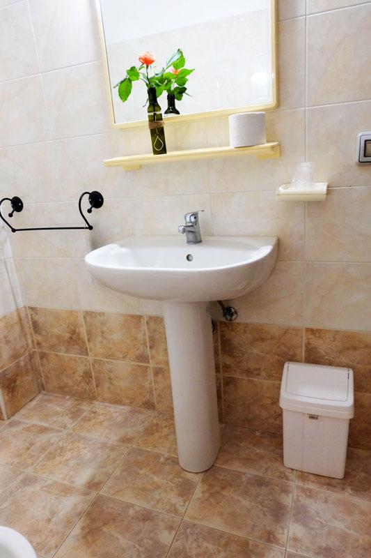 bagno-4-hostel-il-tettomelfi-ostello-dormire-soggiorno-vacanze-basilicata