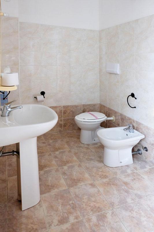 camera-bagno-hostel-il-tettomelfi-ostello-dormire-soggiorno-vacanze-basilicata
