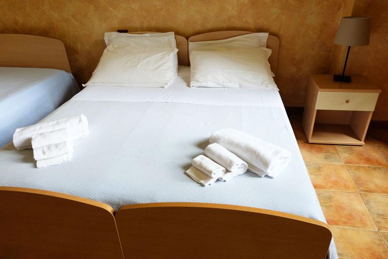 camera-letto-2-hostel-il-tettomelfi-ostello-dormire-soggiorno-vacanze-basilicata