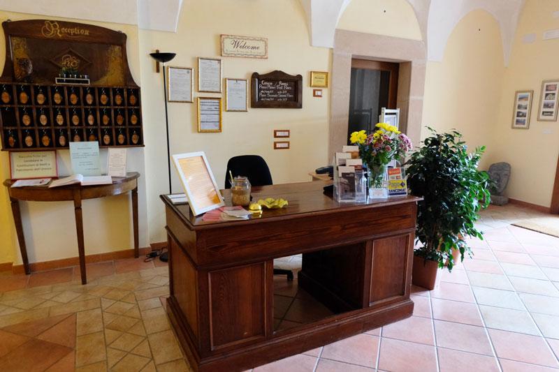 reception-2-hostel-il-tettomelfi-ostello-dormire-soggiorno-vacanze ...