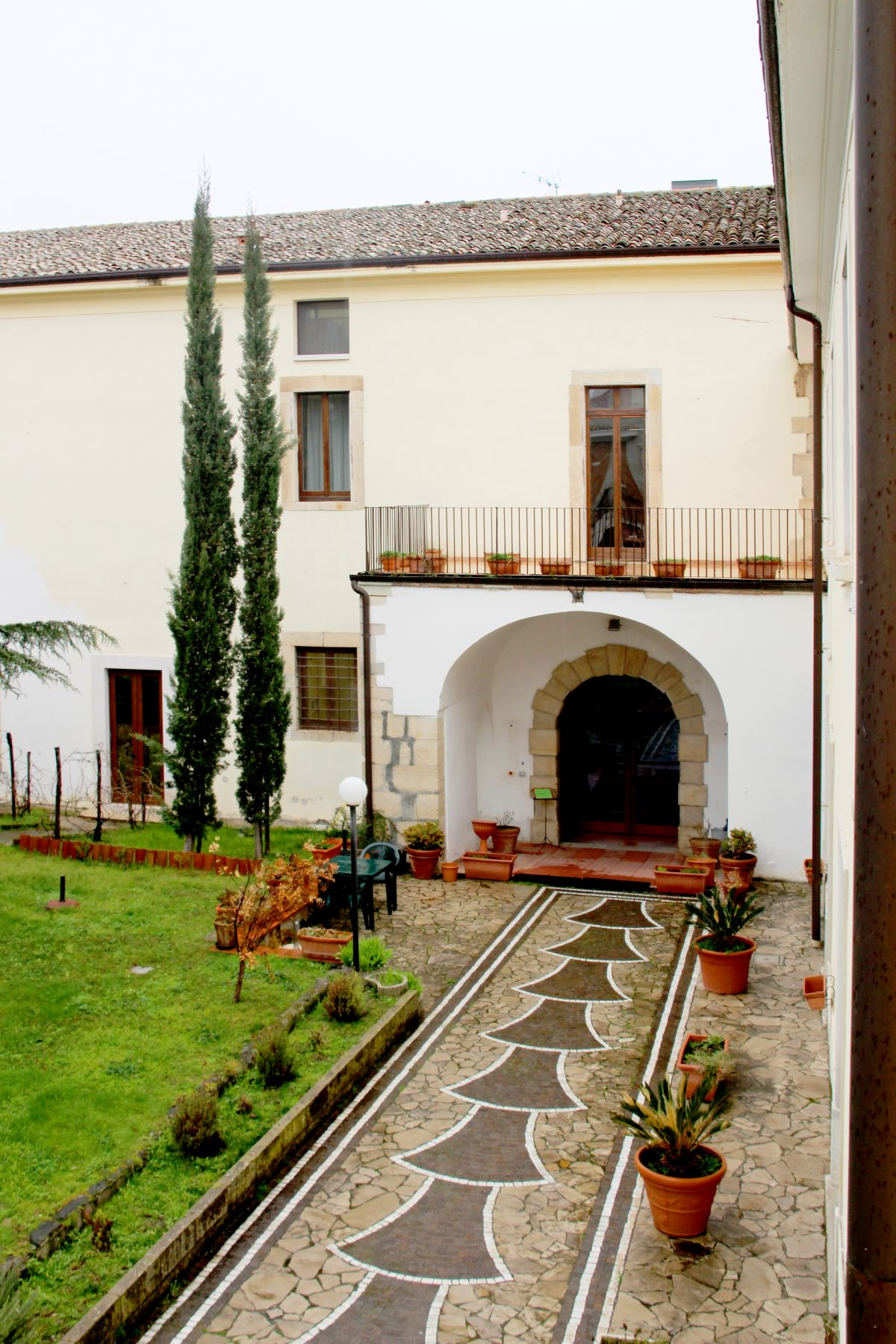 galleria immagini-hostel-il-tetto-ostello-alloggio-camera-vacanza-dormire-melfi-potenza-basilicata (45)