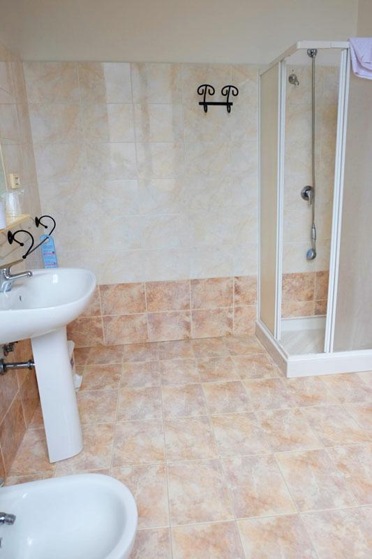 bagno-2-hostel-il-tettomelfi-ostello-dormire-soggiorno-vacanze-basilicata