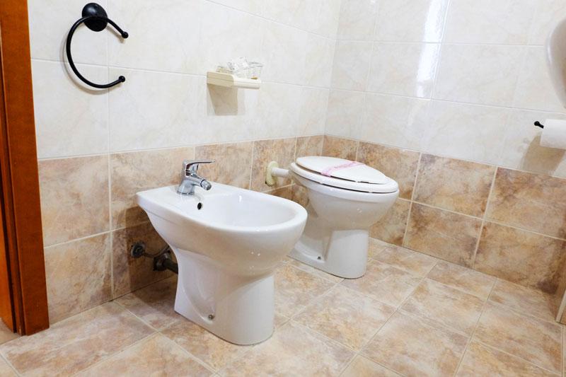 bagno-5-hostel-il-tettomelfi-ostello-dormire-soggiorno-vacanze-basilicata
