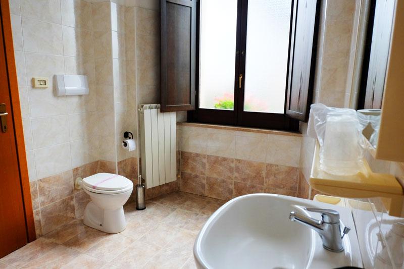 bagno-hostel-il-tettomelfi-ostello-dormire-soggiorno-vacanze-basilicata