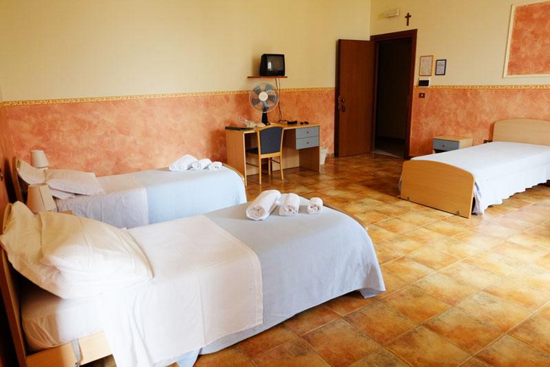 camera-letto-3-hostel-il-tettomelfi-ostello-dormire-soggiorno-vacanze-basilicata