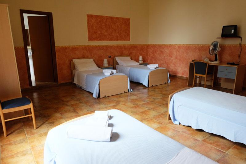 camera-letto-4-hostel-il-tettomelfi-ostello-dormire-soggiorno-vacanze-basilicata